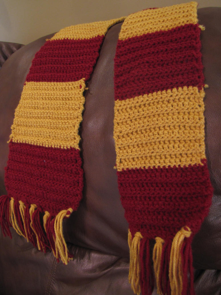 Gryffindor Scarf by AoiffeNymph on DeviantArt