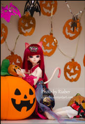 Meori and the pumpkins by delfinke