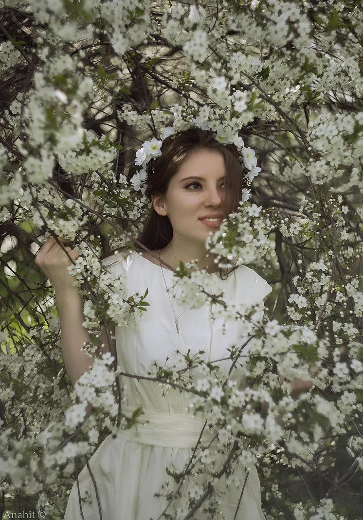 White blossom by VAMPIdor