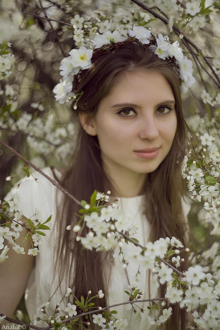 White blossom and amber by VAMPIdor