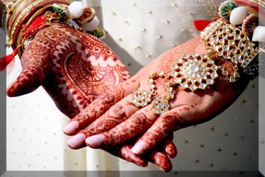Henna on hands by Mirya-Anaya