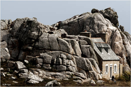 F1865 - The house in the rocks.