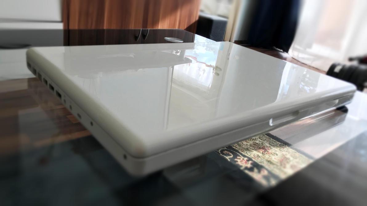 Macbook white 2007 by janosch500