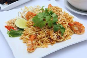 seafood fried noodle by okzneverbetheless