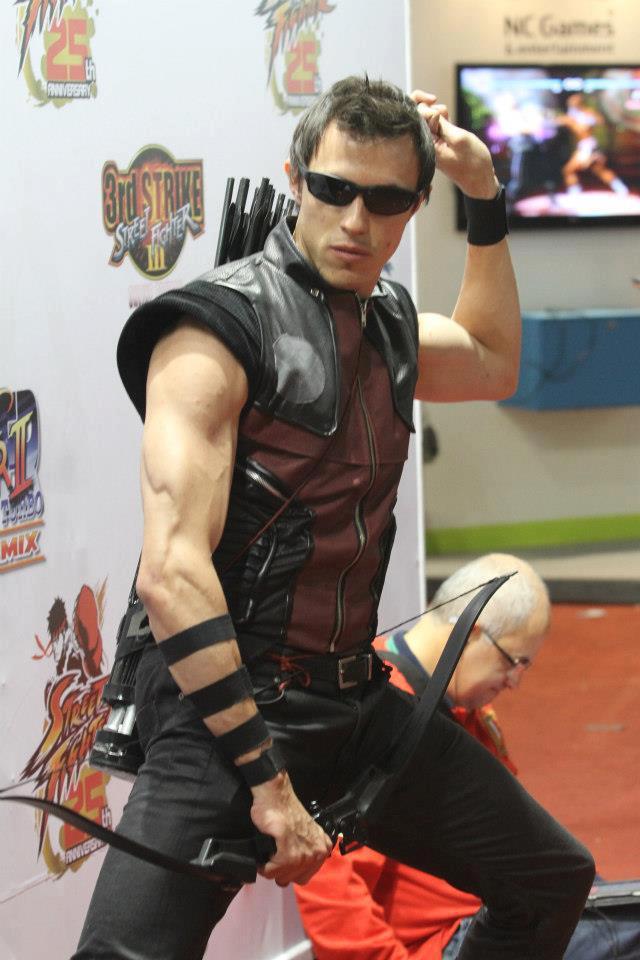 http://fc05.deviantart.net/fs71/f/2012/305/c/b/hawkeye___the_avengers___edu_kiss___cosplay_by_edukiss-d5jp35p.jpg