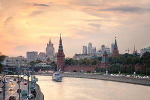Sundown on Moscow river II by xrust