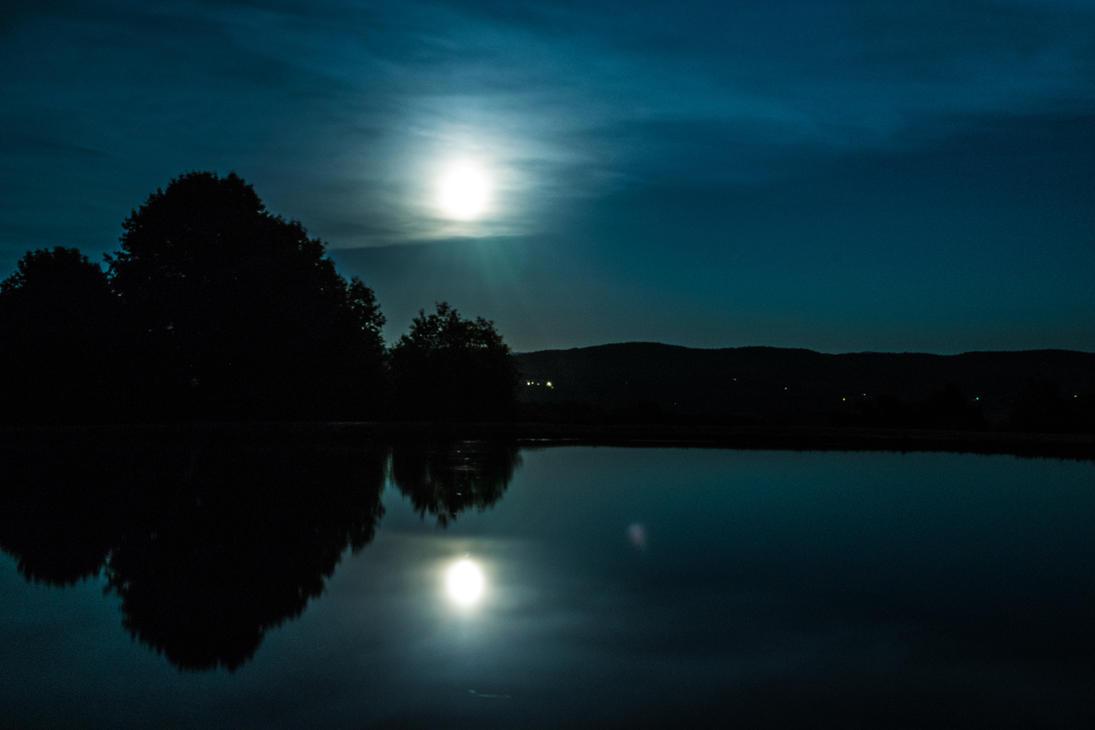 Lake moon by FluffyFaithy