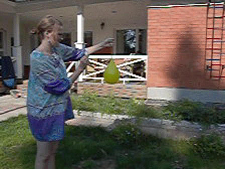 water balloon slow motion by Pahasusi