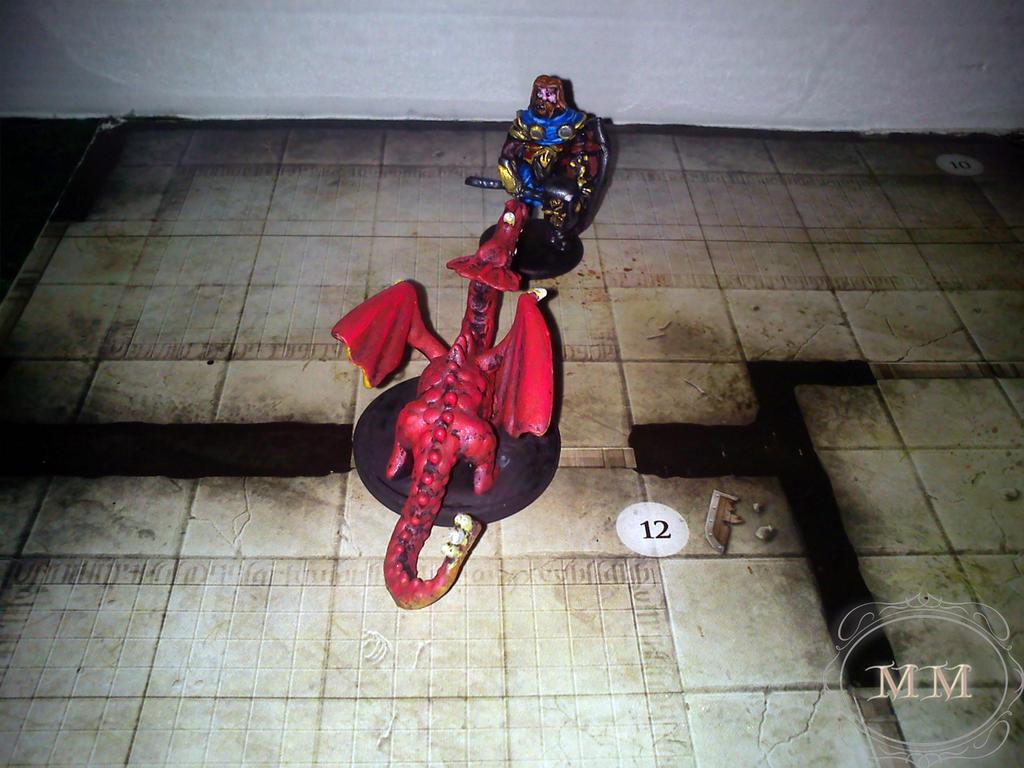 Mały czerwony smok atakuje paladyna