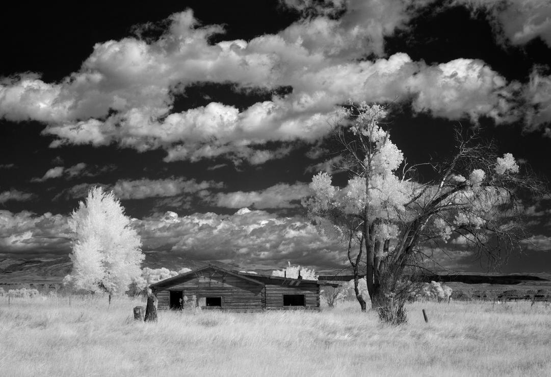 abandoned on the high plains - IR by eDDie-TK