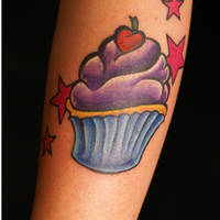 cupcake tattoo by dv8ordeath