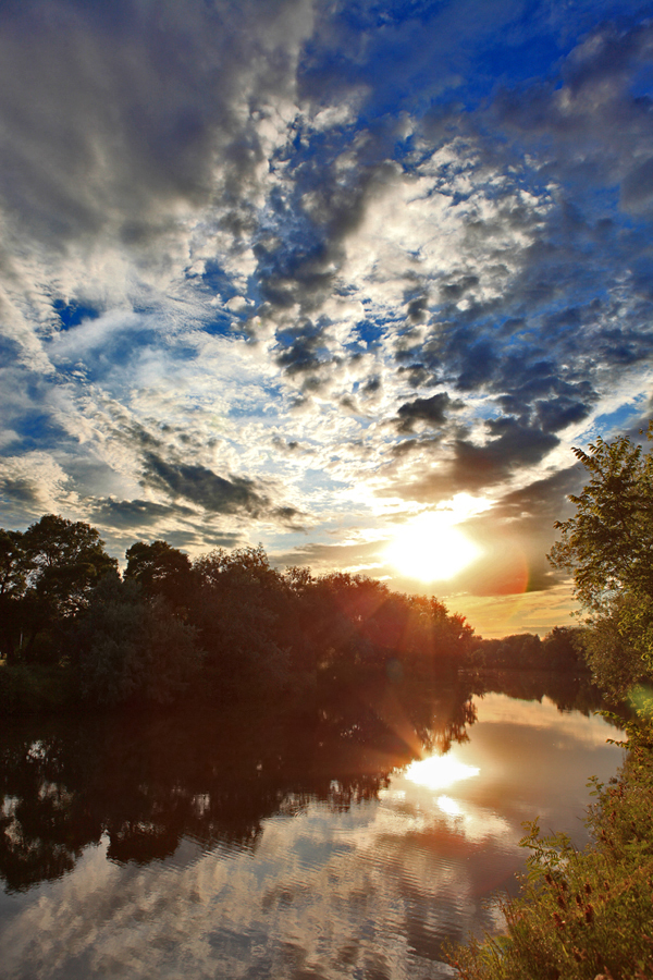 Summer evening reflections by FuturamaJSP