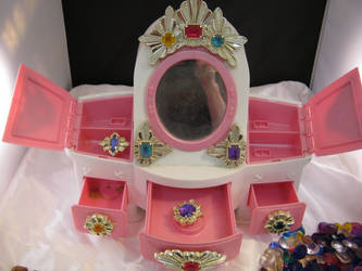 Vanity 2 by cupcakedoll