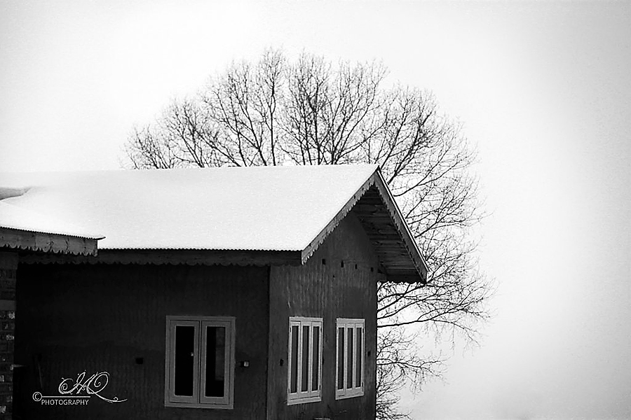 Snow House BW by HamidQureshi