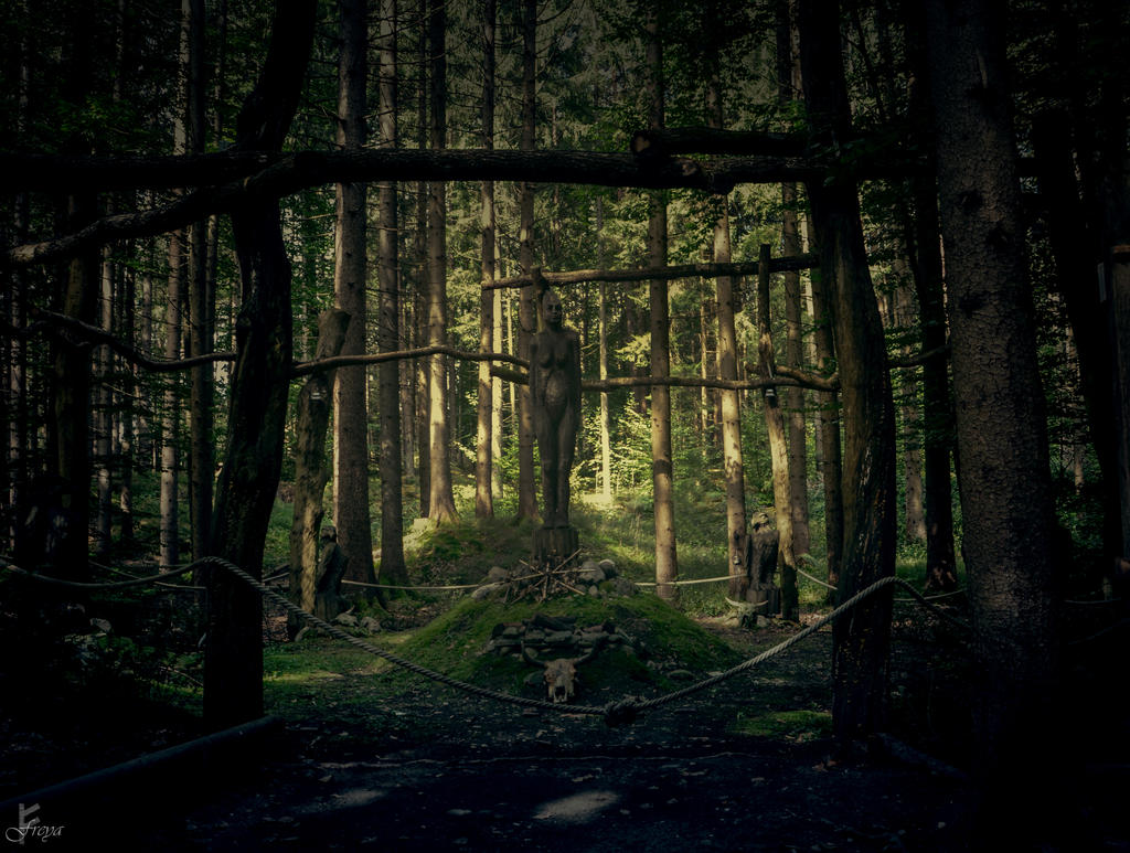 Heiliger Hain by AuroraxxBorealis