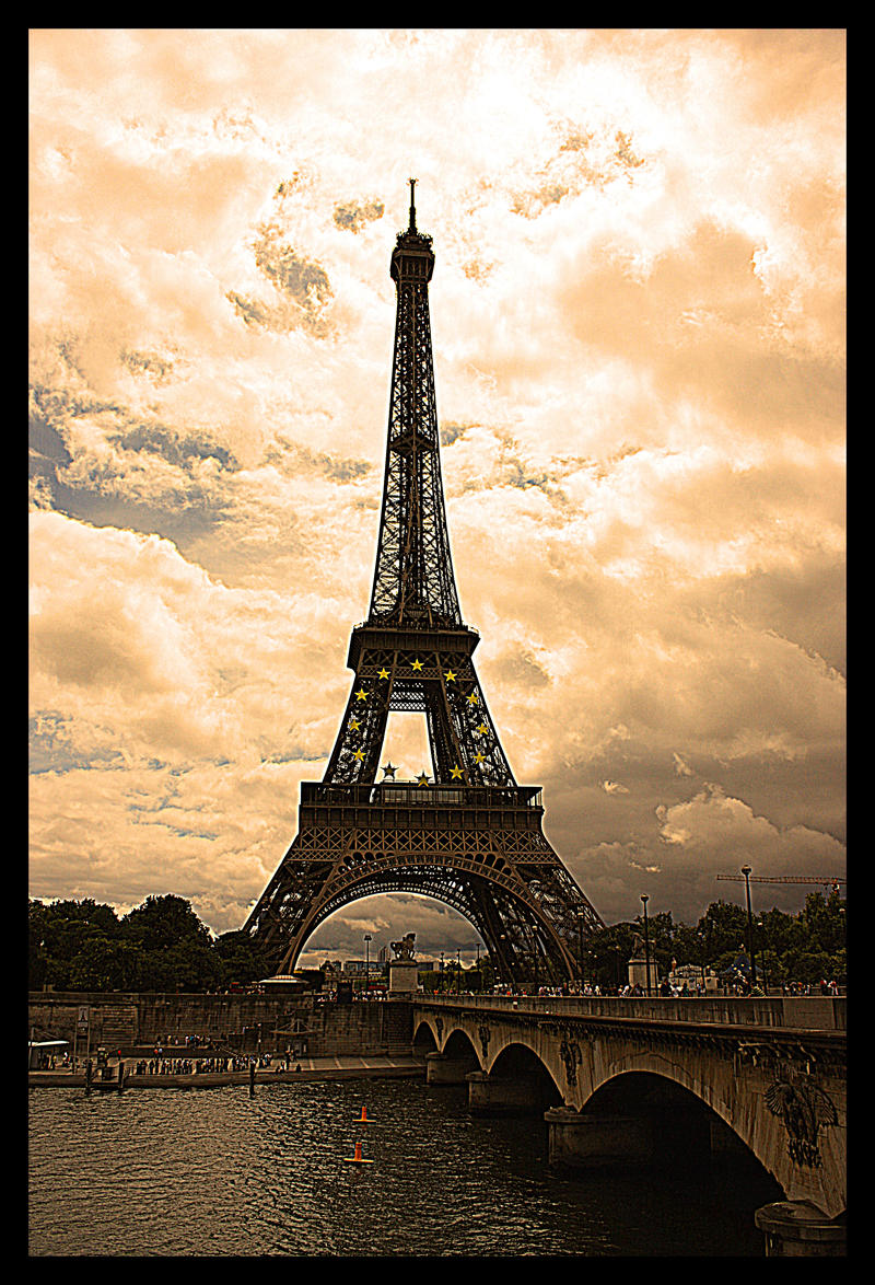 Eiffel Tower by Cotoy
