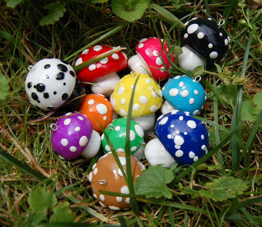 A Cluster of Mushrooms by xXxSkullsxXx
