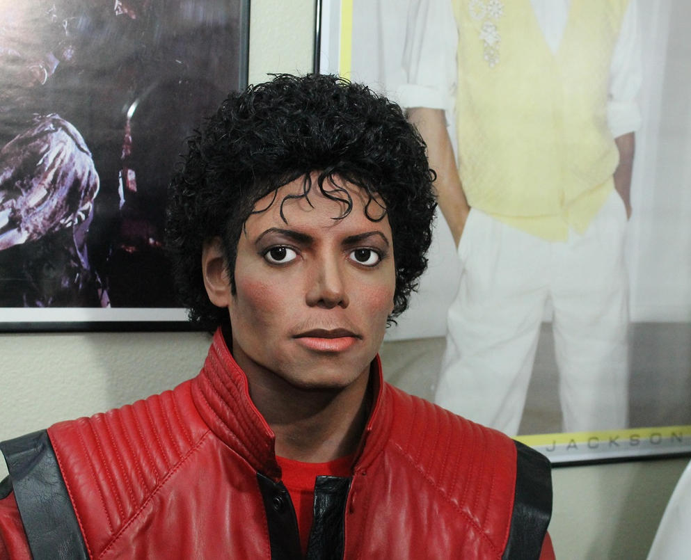 http://th09.deviantart.net/fs71/PRE/i/2013/340/0/4/close_up_of_my_michael_jackson_lifesize_statue_by_godaiking-d6x0nmo.jpg