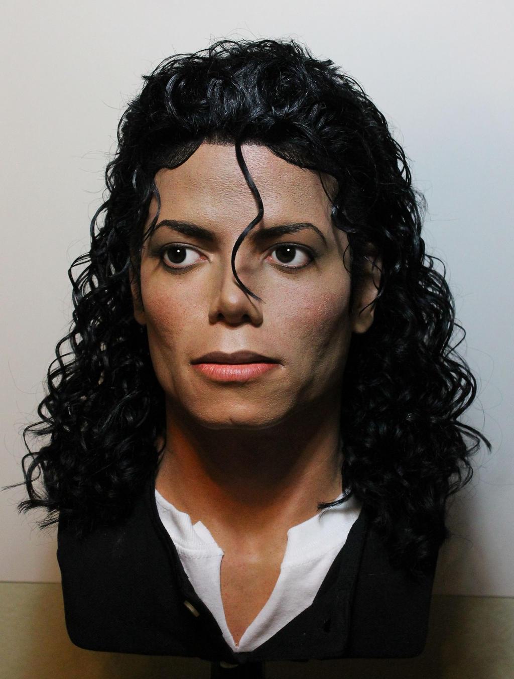 Busti raffiguranti Michael Jackson quasi alla perfezione Michael_jackson_lifesize_bad_era_moonwalker_bust_2_by_godaiking-d81ecra