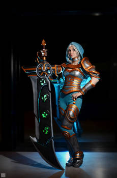 Redeemed Riven cosplay from League of Legends