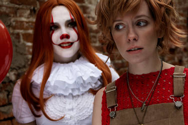 IT cosplay Beverly Marsh and Pennywise