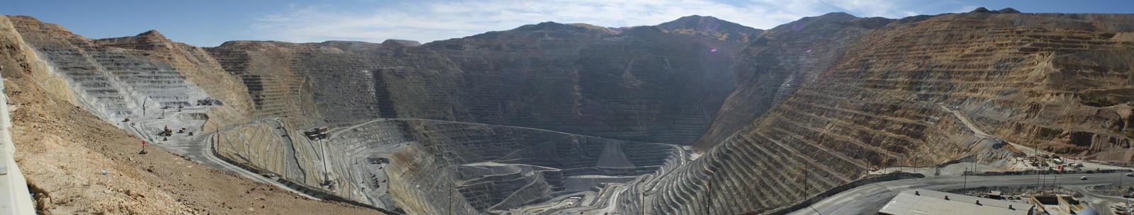 Rio Tinto Kennecott Bingham Canyon Copper Mine. by Syagria