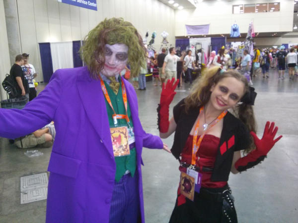 The Joker and Harley cosplays by Starbat