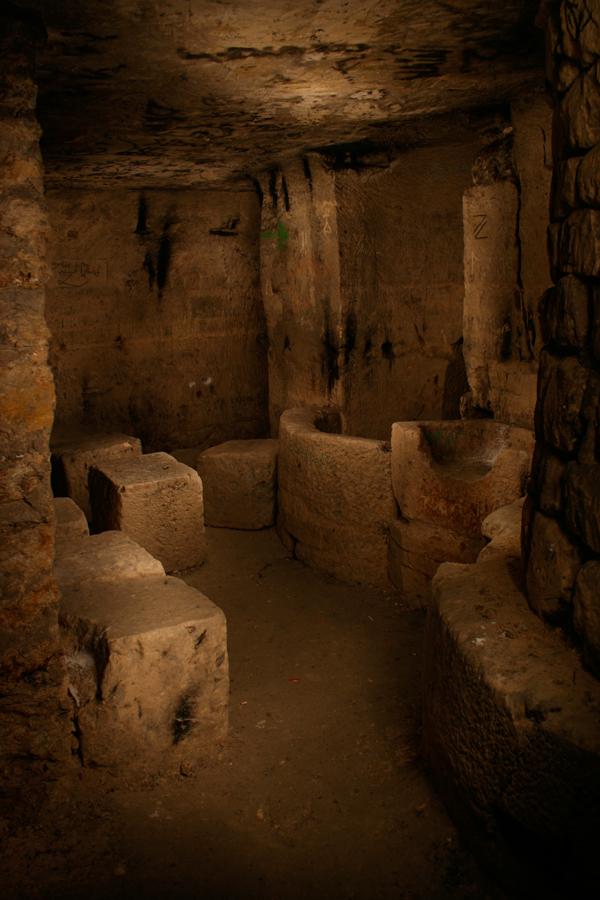 http://fc02.deviantart.net/fs28/f/2009/243/4/6/Salle_des_cubes___cubes_room_by_laurent_hagimont.jpg
