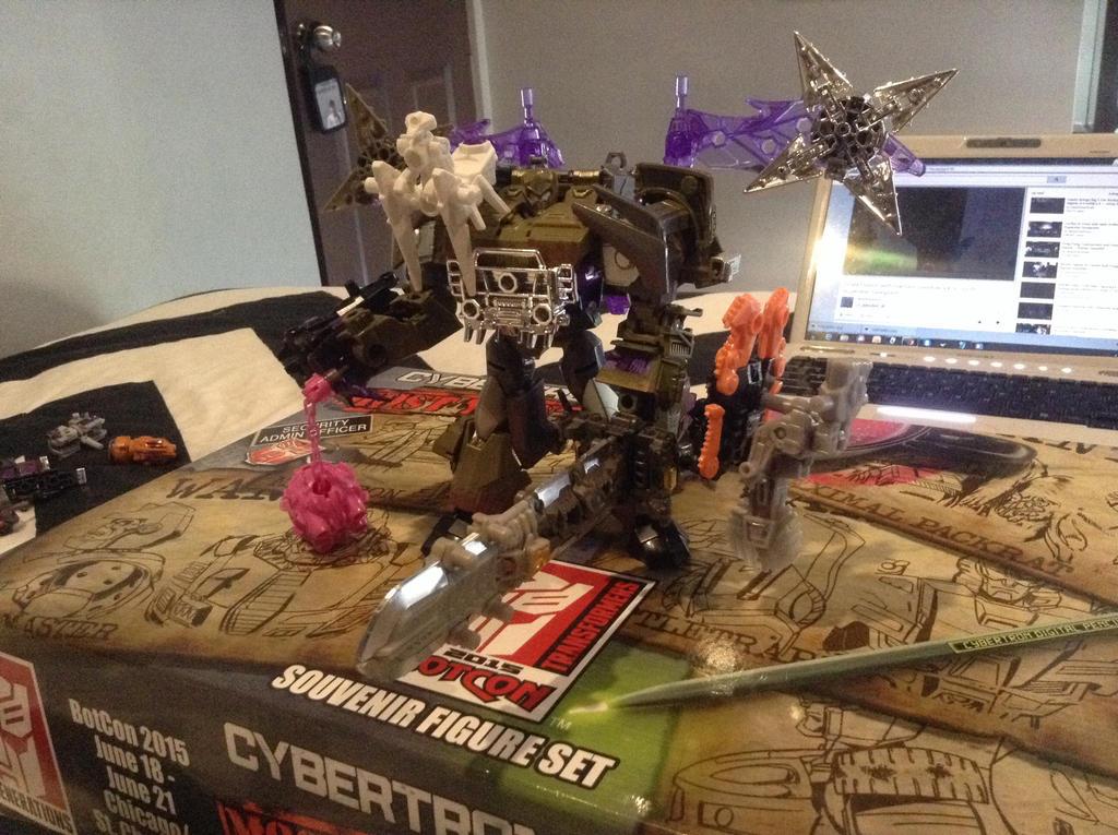 The BOSS: Megatron by warriorsofskaro1010