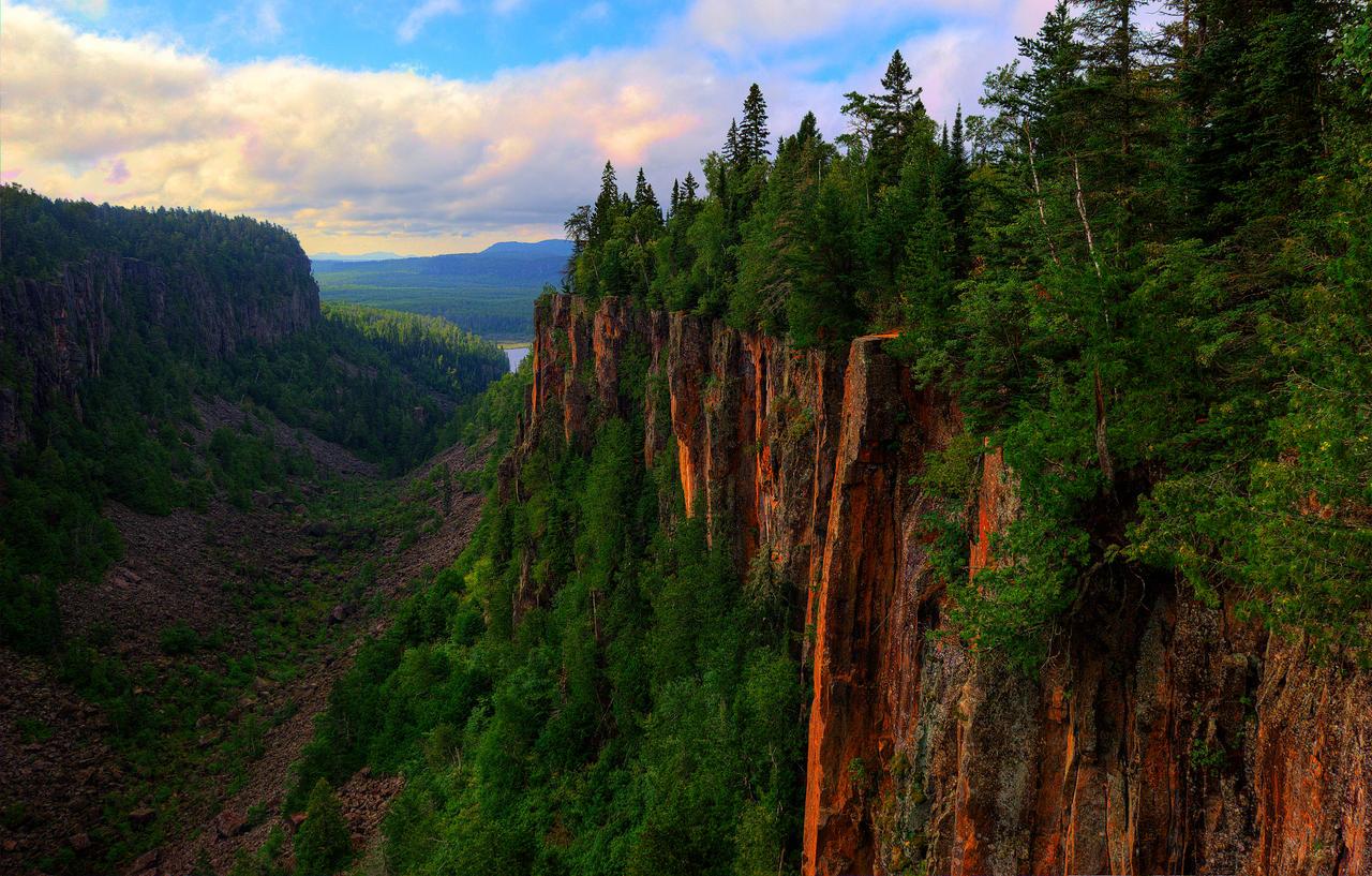Eagle Canyon by Qels