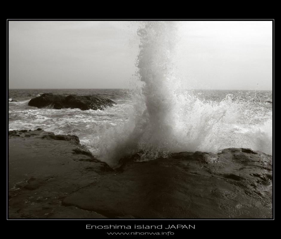 Waves of Enoshima island -1- by Lou-NihonWa