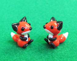 Two Little Foxes by DragonsAndBeasties