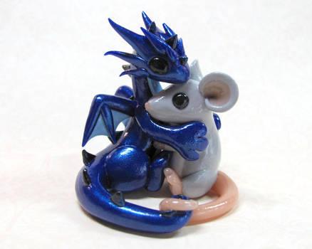 Dragon hugging mouse