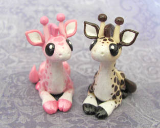 Giraffe Couple by DragonsAndBeasties