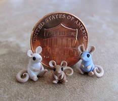 Tiny Mouse Family by DragonsAndBeasties