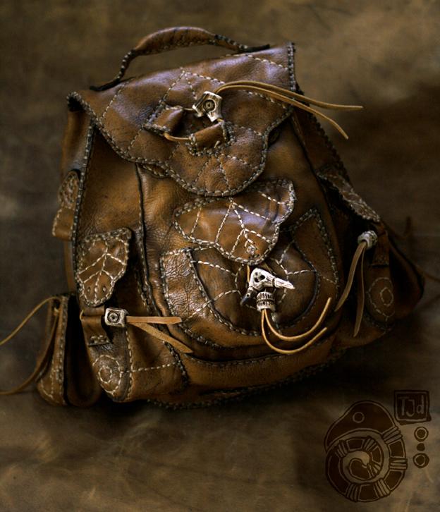 Alforjas de Avalancha Leather_backpack_by_lynfir-d38rkax