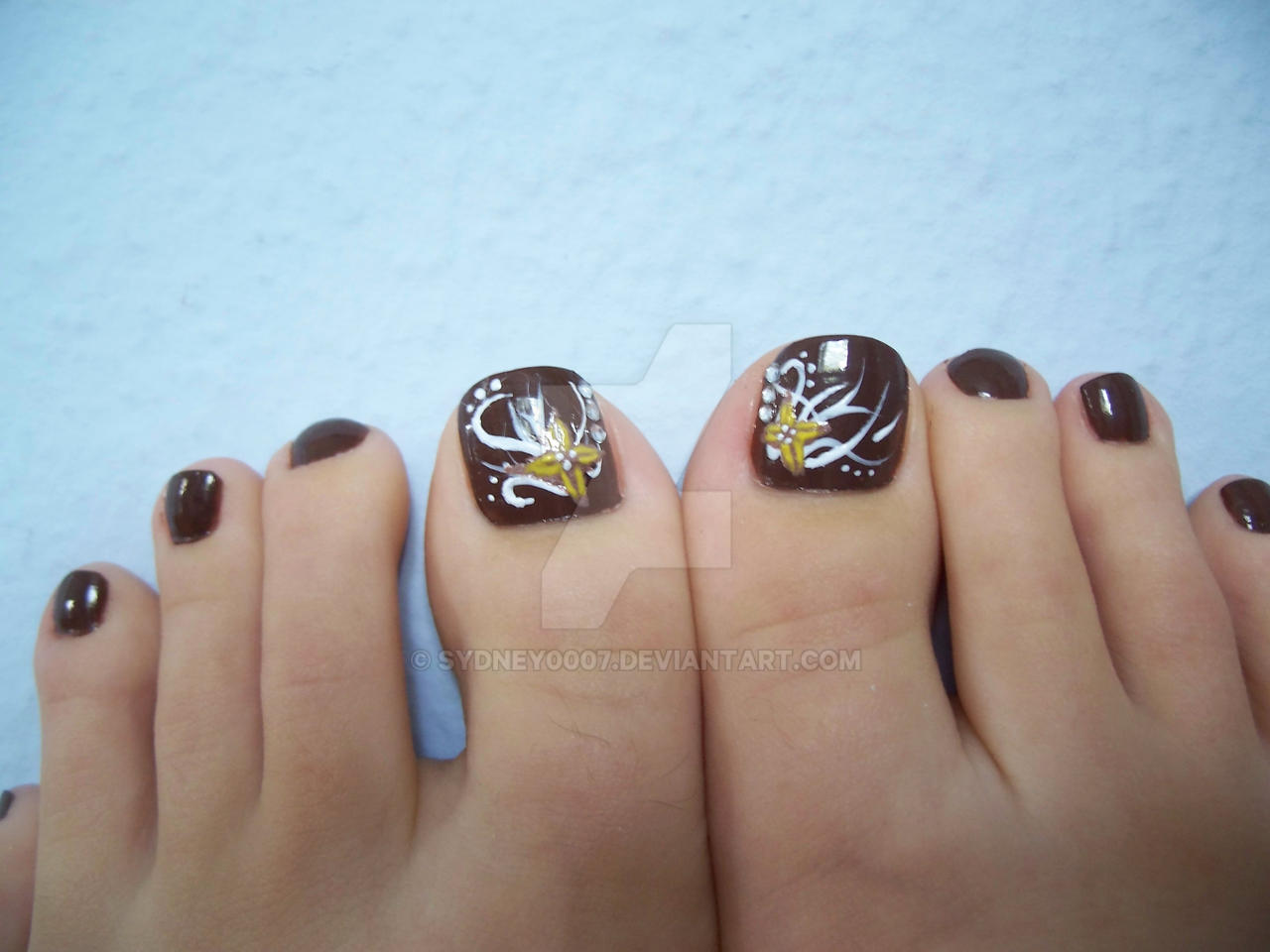 Brown toes by Sydney0007