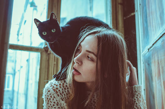 Urban Stories - Irene and the black cat