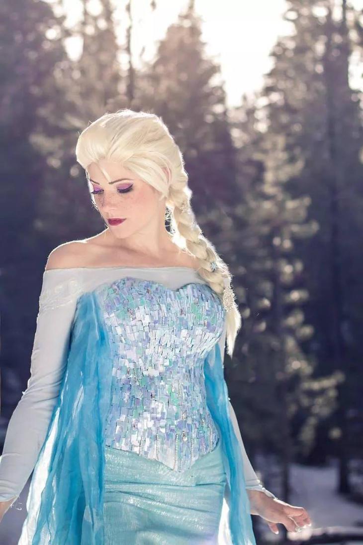 Queen Elsa by TemaTime