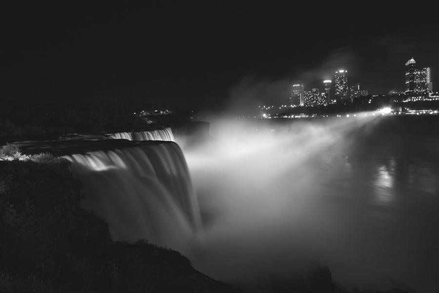 Niagara Falls at Night by kla91