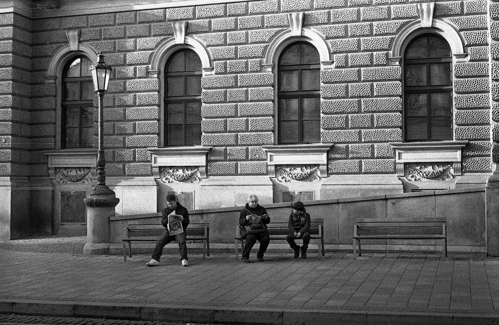 Newspaper Readers by kojotisko