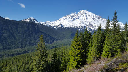 Mt. Rainier by OmuYasha