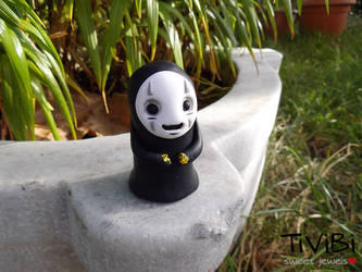 No Face figurine by tivibi