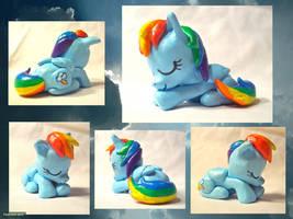 Napping Rainbow Dash Sculpture by CadmiumCrab
