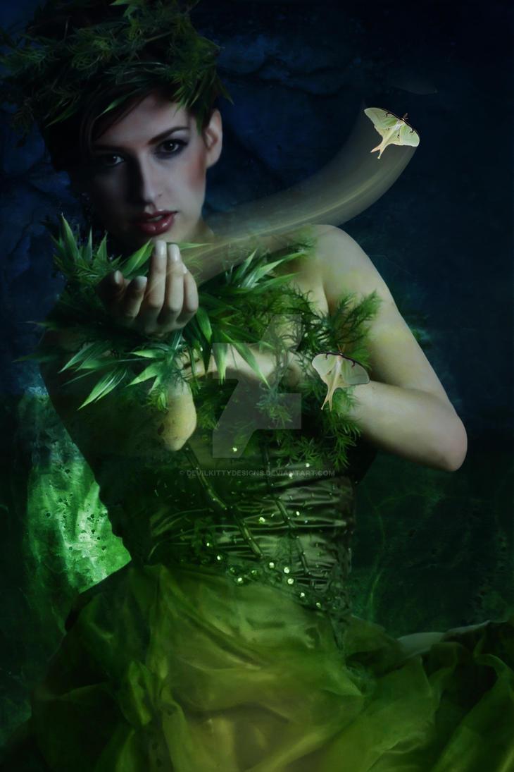 La dame verte by DevilKittyDesigns