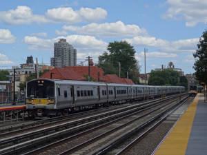 Forest Hills LIRR station: westbound M7