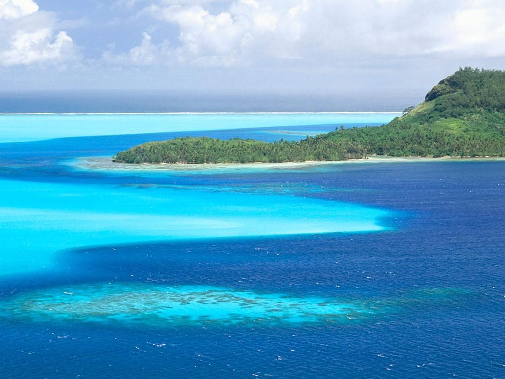 Bora Bora, Island in French Polynesia by ROGUE-RATTLESNAKE