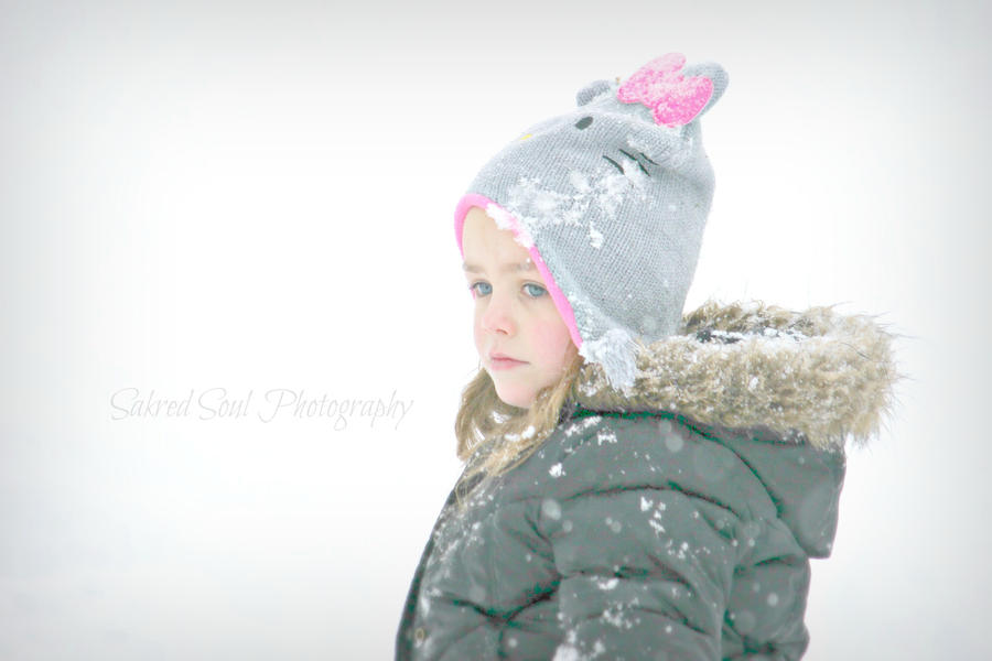 Winter angel face by sakredsoul