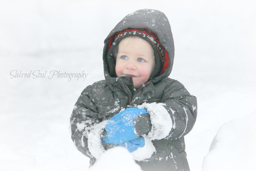 Winter angel boy by sakredsoul