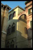 Looking up in Venezia by siquier